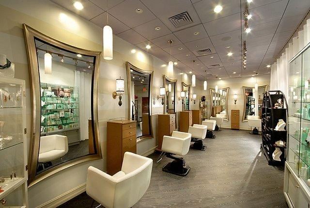 دستگیری زن آرایشگری که تصاویر خصوصی مشتری خود را منتشر کرد